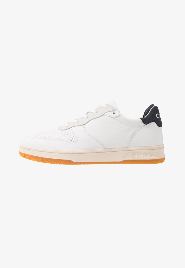 MALONE - Sneakers basse - white/navy