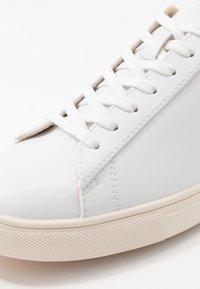 Clae - BRADLEY VEGAN - Zapatillas - white/olive - 5