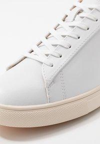 Clae - BRADLEY VEGAN - Trainers - white/navy - 5