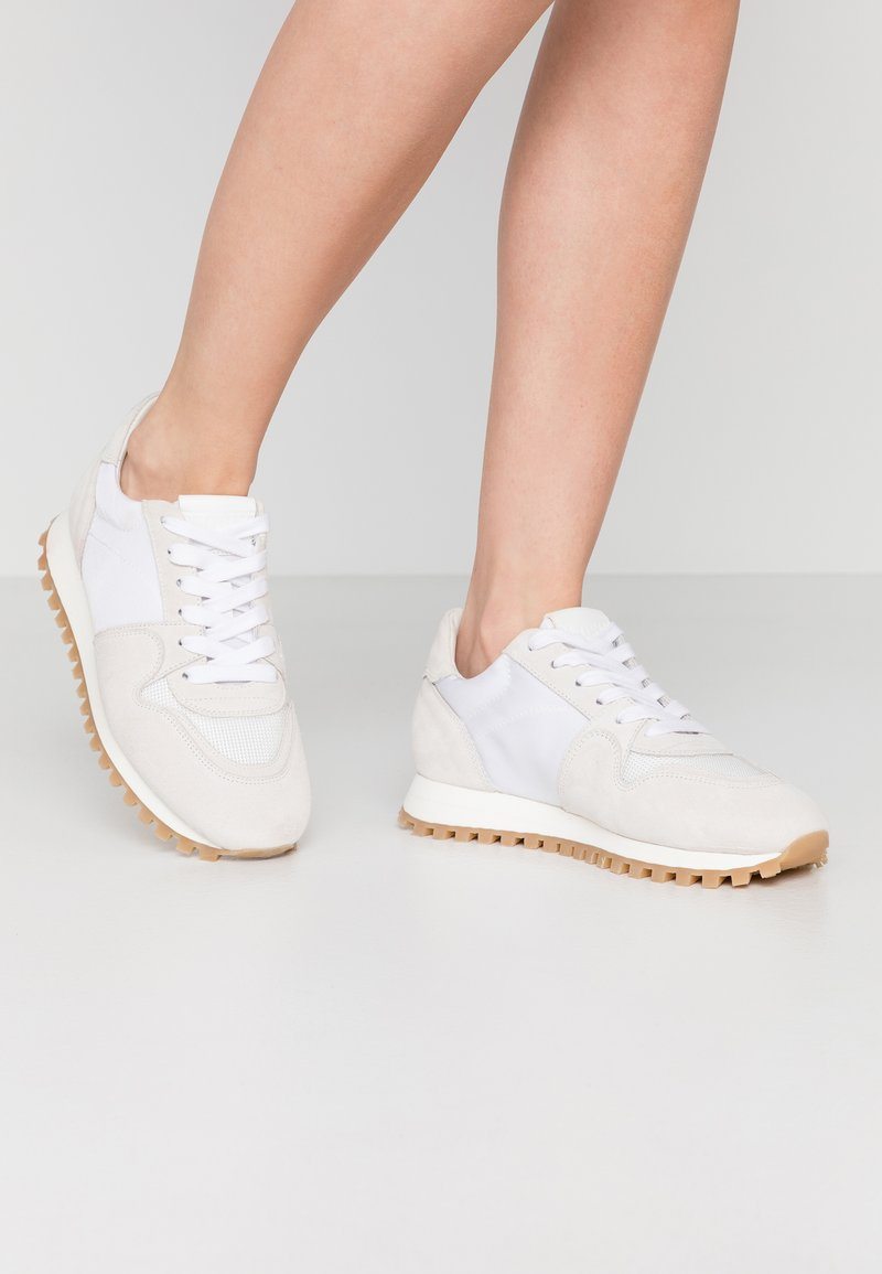 CLOSED - PEPPER - Trainers - white