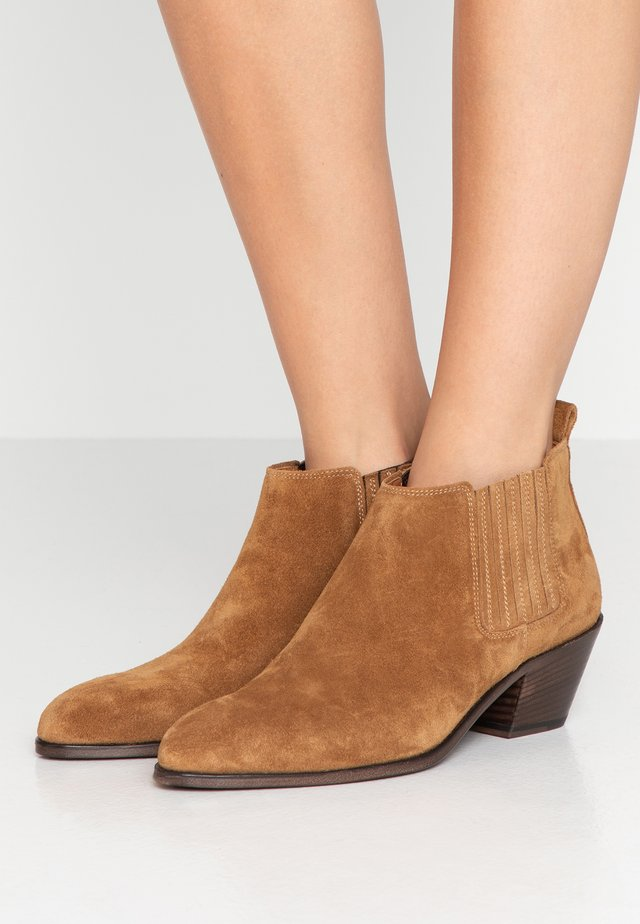 ANISE SHORT - Ankelboots - amber