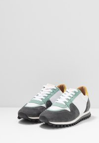CLOSED - Sneakersy niskie - olive/offwhite - 2