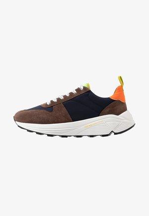Sneakersy niskie - fox brown