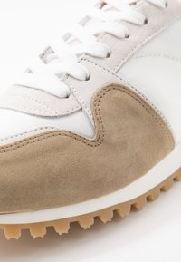 CLOSED - Trainers - barley beige - 5