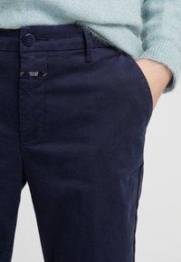 CLOSED - JACK - Chino kalhoty - dark night - 4