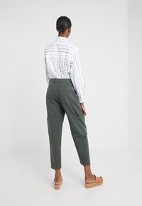 CLOSED - SISSIE - Pantalon classique - caper green - 2