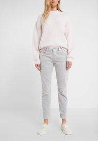 CLOSED - BAKER - Trousers - platinum - 0