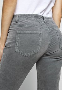 CLOSED - BAKER - Trousers - grey stone - 3