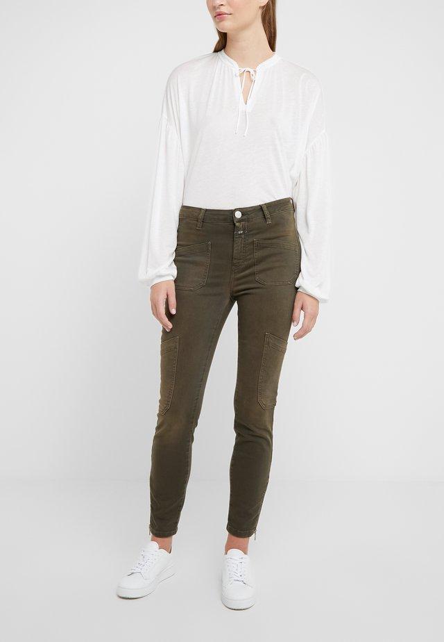 ABBY - Pantaloni - shadow green