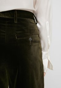 CLOSED - LYN - Pantalon - sea tangle - 5