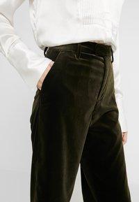 CLOSED - LYN - Pantalon - sea tangle - 3