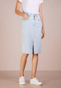 CLOSED - EMMETT - Pouzdrová sukně - light blue - 0