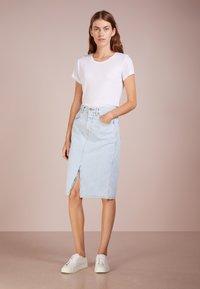 CLOSED - EMMETT - Pouzdrová sukně - light blue - 1