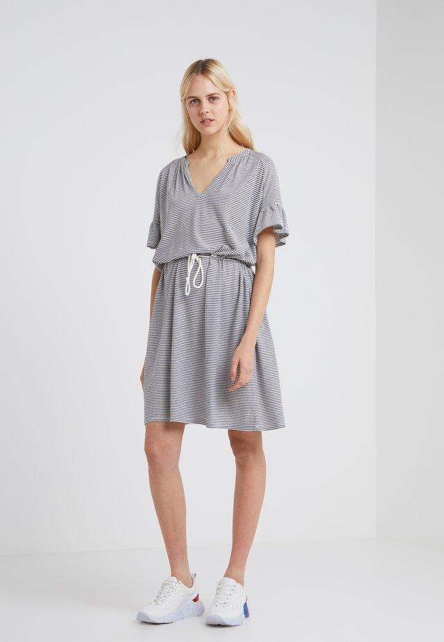 VELMA - Jerseyklänning - blanched almond