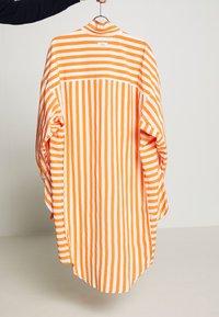 CLOSED - Skjortekjole - mango - 8