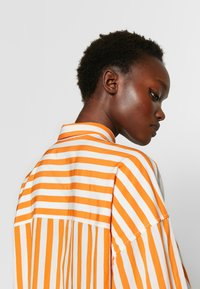 CLOSED - Skjortekjole - mango - 5