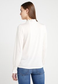 CLOSED - Langærmede T-shirts - blanched almond - 2