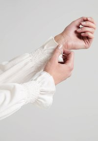 CLOSED - Langærmede T-shirts - blanched almond - 3