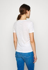 CLOSED - WOMEN - Basic T-shirt - ivory - 2