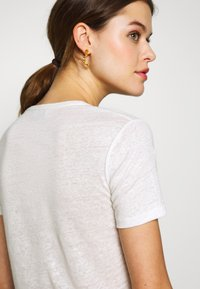 CLOSED - WOMEN - Basic T-shirt - ivory - 5
