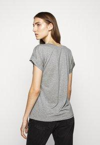 CLOSED - WOMEN´S - Basic T-shirt - grey heather melange - 2
