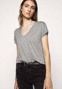 CLOSED - WOMEN´S - Basic T-shirt - grey heather melange - 3