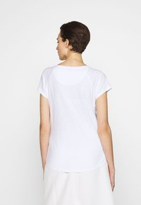 CLOSED - WOMEN´S - Basic T-shirt - white - 2