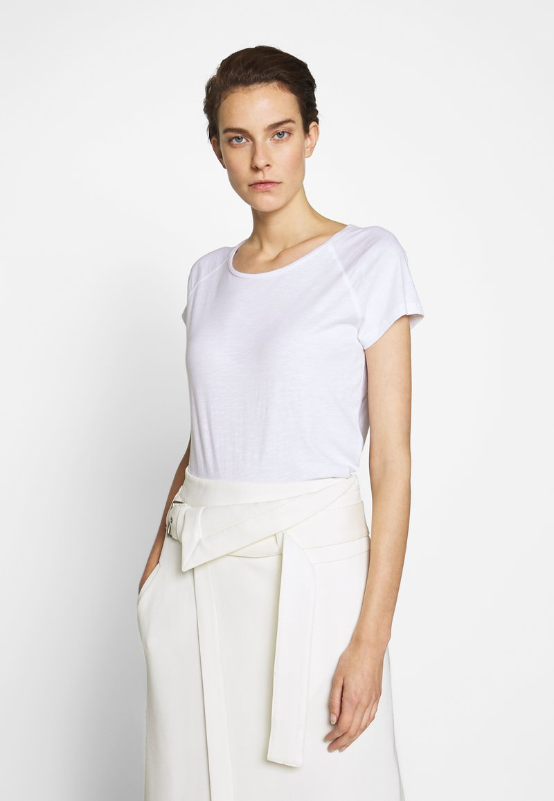 CLOSED - WOMEN´S - Basic T-shirt - white