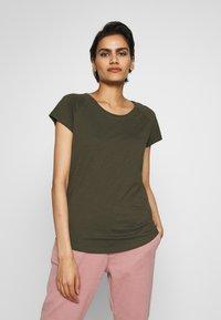 CLOSED - Basic T-shirt - shadow green - 0
