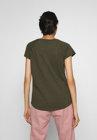 CLOSED - Basic T-shirt - shadow green - 2