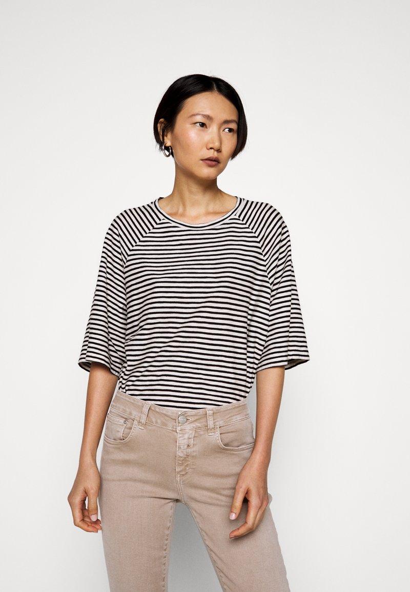CLOSED - WOMEN´S - Long sleeved top - black