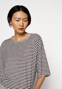 CLOSED - WOMEN´S - Long sleeved top - black - 3