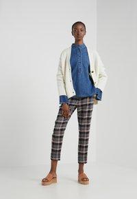 CLOSED - JERICHO - Button-down blouse - mid blue - 1