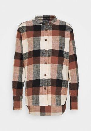 ROWAN - Camisa - mahogany
