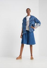 CLOSED - DEAR - Veste en jean - mid blue - 1