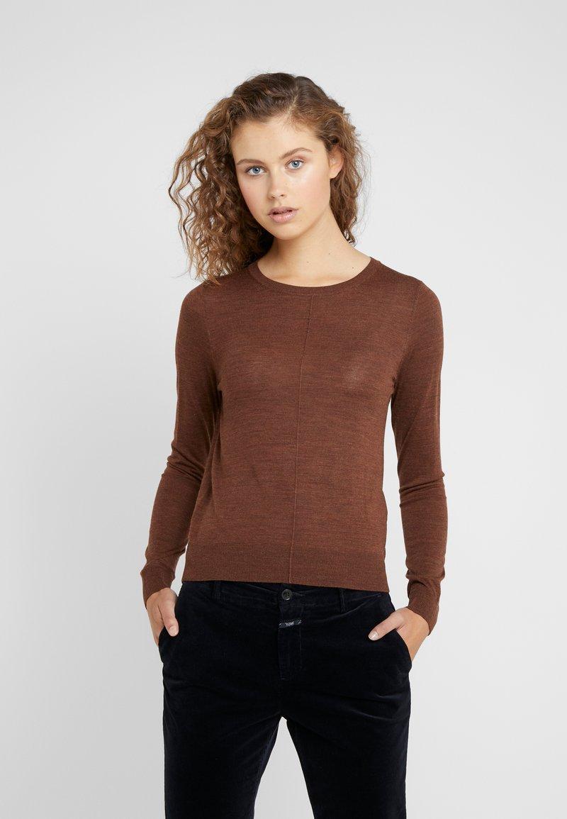 CLOSED - Stickad tröja - mud