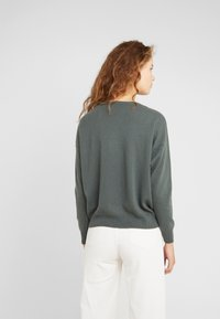 CLOSED - Strikpullover /Striktrøjer - caper green - 2