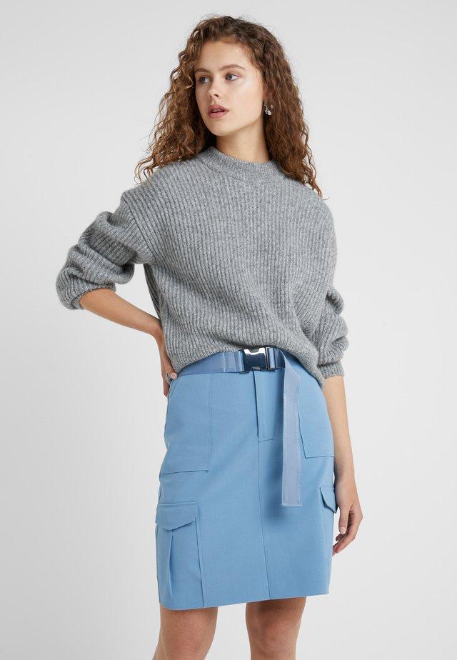 Stickad tröja - grey heather melange