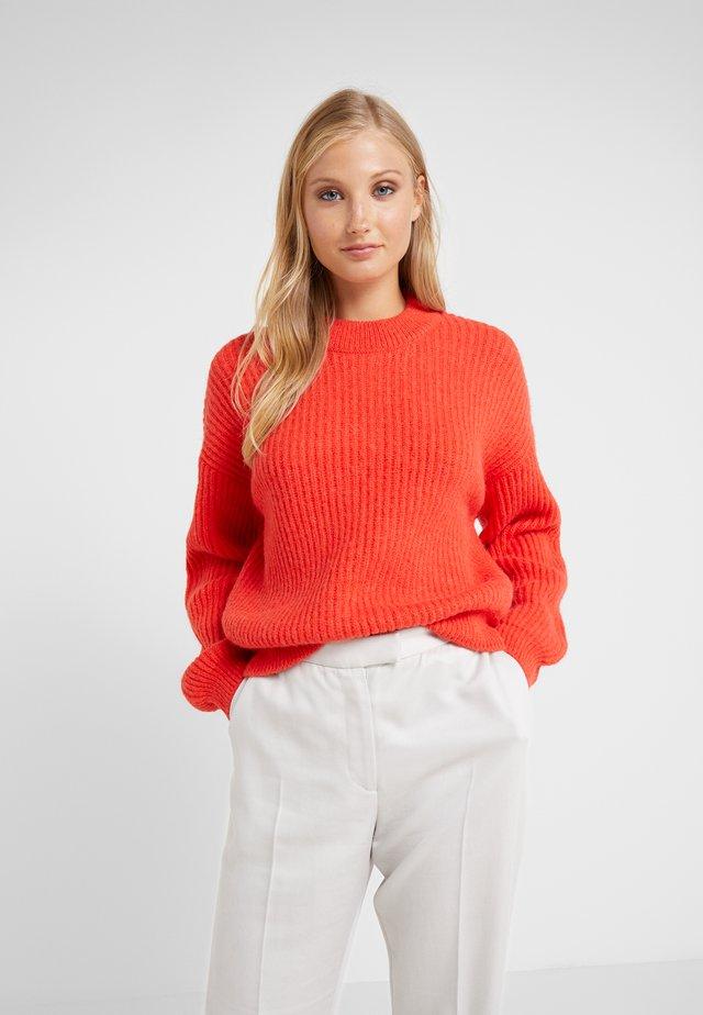 Stickad tröja - scarlet red