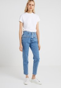 CLOSED - PEDAL PUSHER - Relaxed fit jeans - mid blue - 0