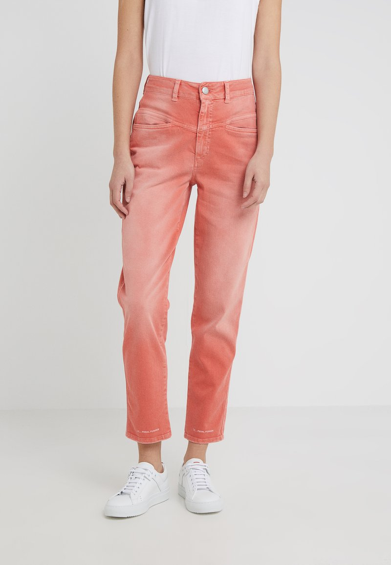 CLOSED - PEDAL PUSHER - Jeans Tapered Fit - coral