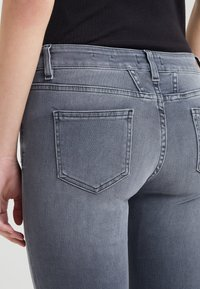 CLOSED - BAKER - Jeans Slim Fit - mid grey - 3
