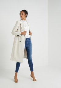 CLOSED - SKINNY PUSHER - Jeans Skinny Fit - mid blue - 1