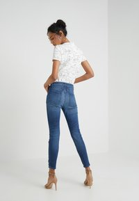 CLOSED - SKINNY PUSHER - Jeans Skinny Fit - mid blue - 2