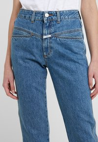 CLOSED - PEDAL PUSHER - Jeans Relaxed Fit - mid blue - 5