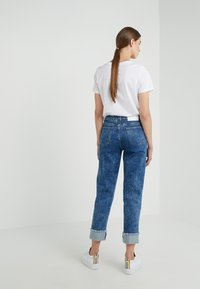 CLOSED - PEDAL PUSHER - Jeans Relaxed Fit - mid blue - 2