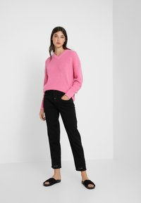 CLOSED - PEDAL PUSHER - Jeans Relaxed Fit - black - 1
