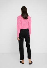 CLOSED - PEDAL PUSHER - Jeans Relaxed Fit - black - 2