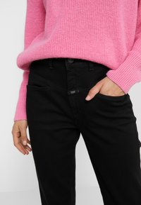 CLOSED - PEDAL PUSHER - Jeans Relaxed Fit - black - 6