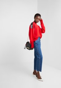 CLOSED - PEDAL PUSHER - Jeans Relaxed Fit - mid blue - 1